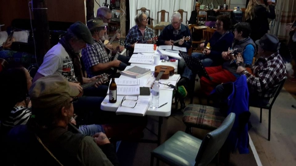"Nanango Ukulele Club at ""The Shed"""